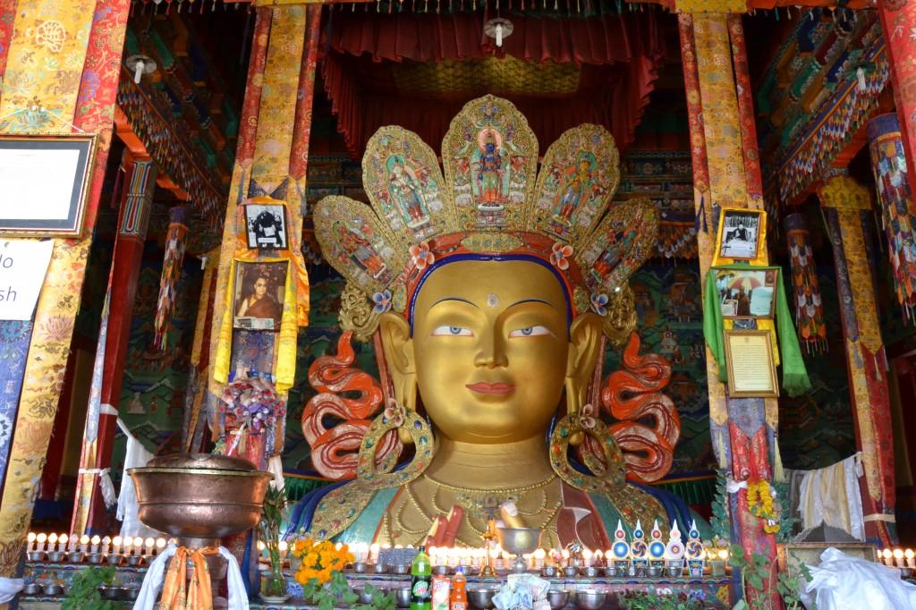 Die 15 Meter hohe Buddhastatue  von Thiksey.