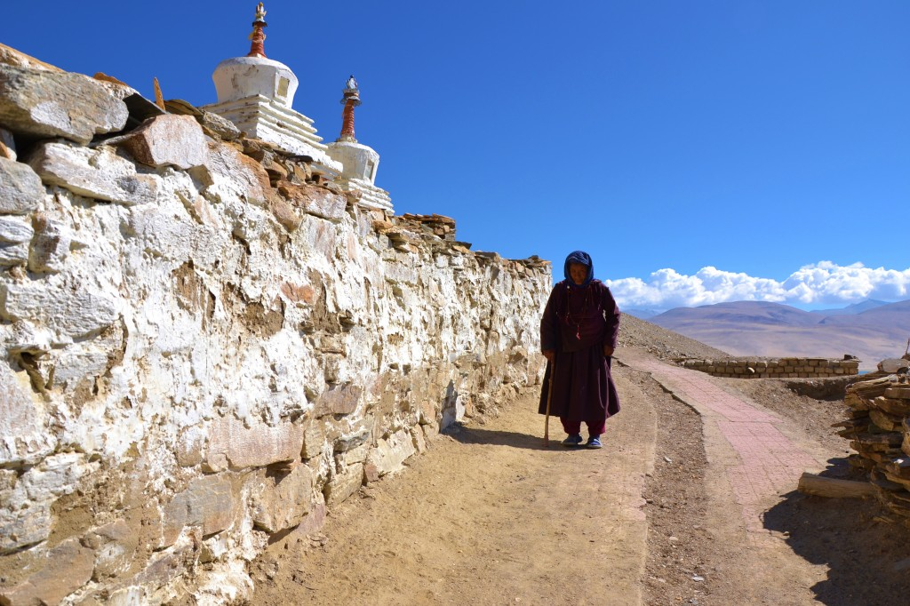 Auf dem Weg zur Puja im Kloster Karzong